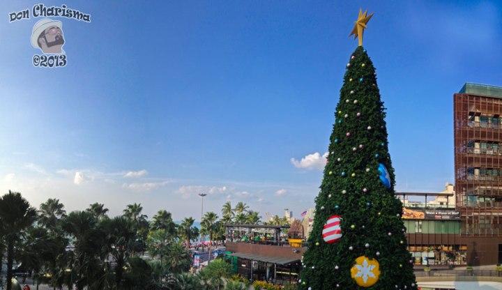 DonCharisma.org Christmas Tree Beach Shopping Central Panorama PTGui-4w-x-2h-L