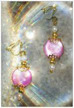 IreneDesign2011 Gold Clip-On Earrings with Pink Seashell & White Pearls