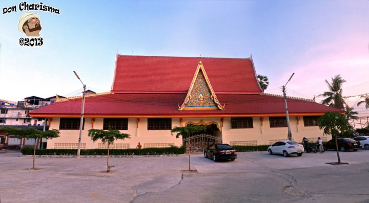 DonCharisma.org-Thai-Buddhist-Building-Pano-PTGui-3w-x-1h-P