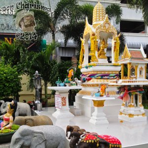 DonCharisma.org-Thai-Buddhist-Shrine-1P-FI