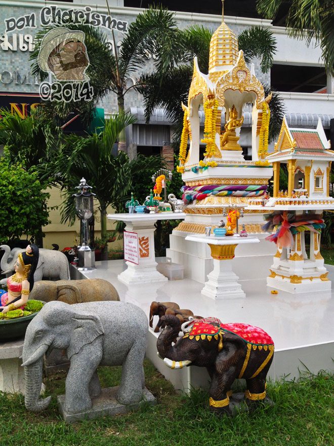 DonCharisma.org-Thai-Buddhist-Shrine-1P