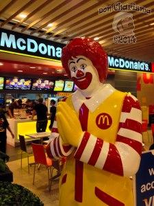 DonCharisma.org-Wai'ing-Ronald-McDonald-Thai-Style