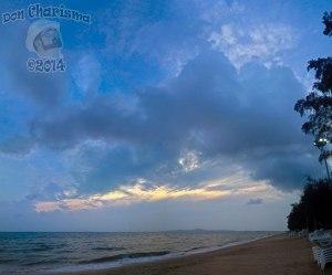 DonCharisma.org-Huge-Sky-Beach-Sunset-Panorama-PS-4h-x18-L