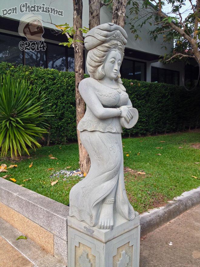 DonCharisma.org-Thai-Lady-Statue-1P