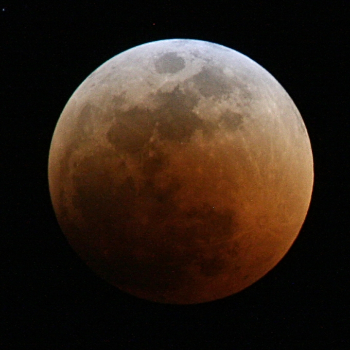 Lunar_eclipse_June_2011_Total