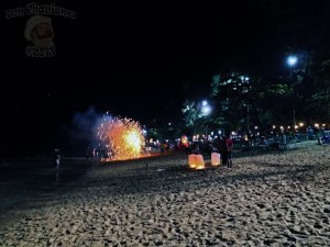 DonCharisma.org-Night-Beach-Scene-Sky-Laterns-and-Fireworks-Loy-Catong-Festival