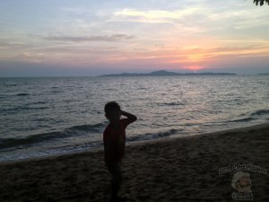 DonCharisma.org-Thai-Boy-Beach-Sunset