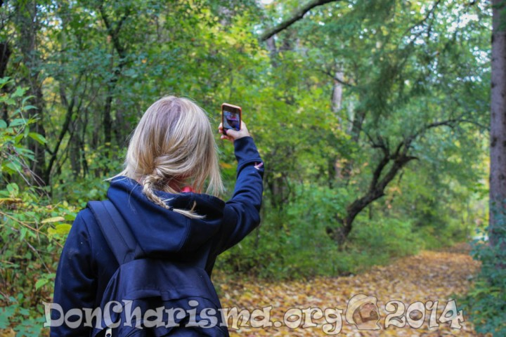 selfie-girl-forest-489119-DonCharisma.org-1024LE
