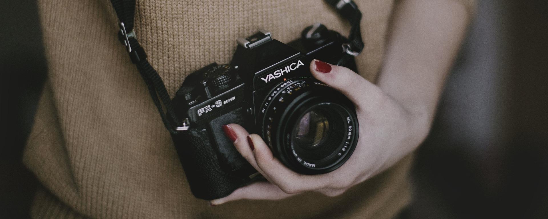 woman camera photo photography