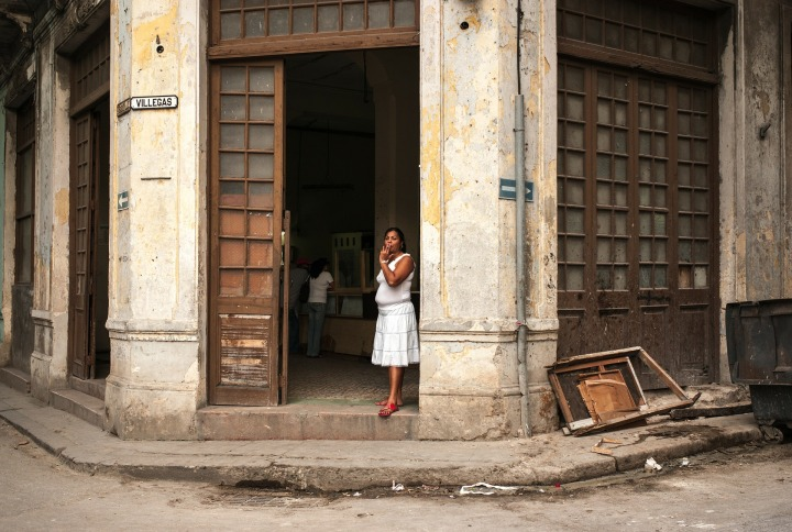 cuba,doors,architecture,woman,DON CHARISMA