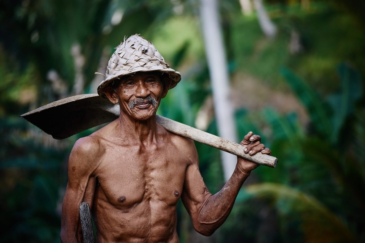 person,old,man,worker,hat,asian,shovel,hard,life,age,skin,brown,weathered,weather-beaten,wrinkles,smile,thin, doncharisma