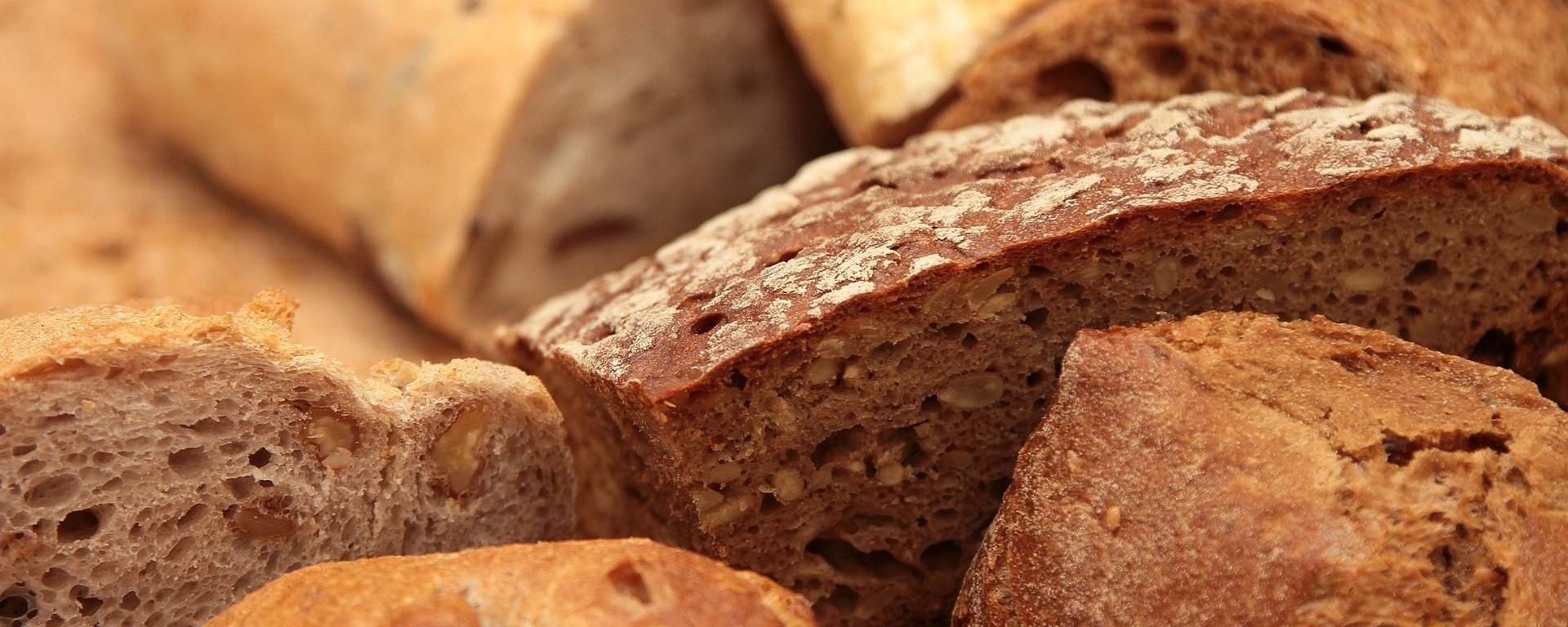 bread,roll,eat,food,breakfast,baked goods,grains,fresh,breads,DON CHARISMA