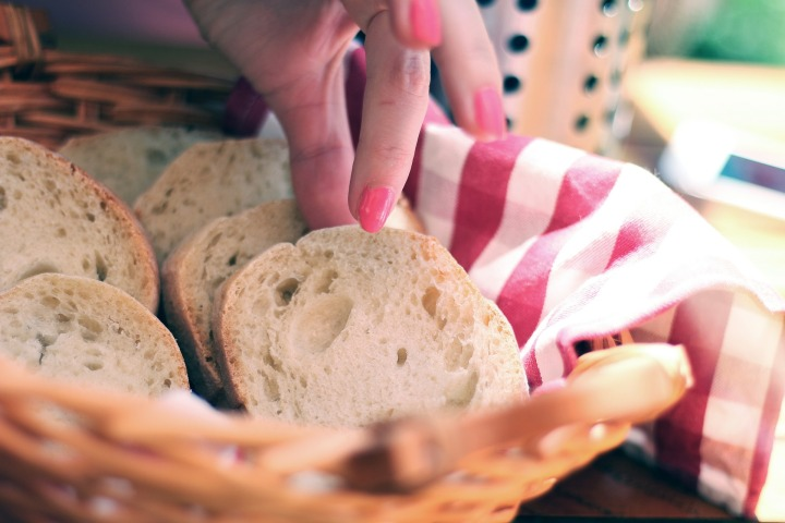 bread,sliced,slices,hand,grabbing,eating,food,nutrition,basket,white bread,fresh,wheat,lunch,snack,sandwich,delicious,baguette,hands,fingers,nail polish,DONCHARISMA