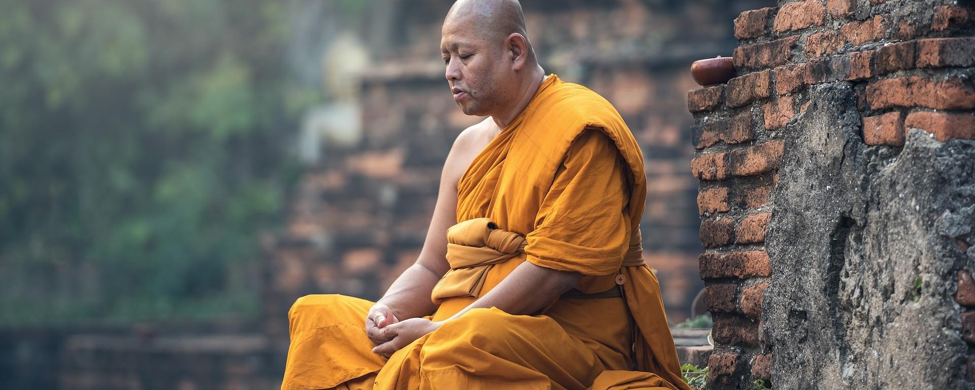 buddhist,monk,sitting,meditation,zen,meditate,meditative,ancient,asia,burma,faith,buddha,buddhism,contemplation,pensive,paying,DONCHARISMA