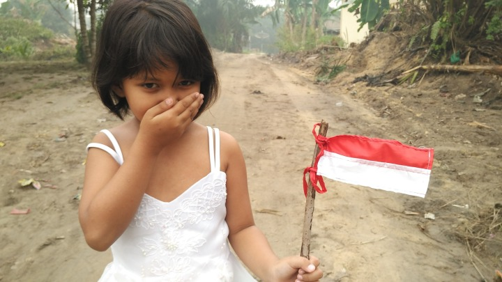 child,cute,young,DON CHARISMA,indonesian,flag,aflutter,homeland,indonesian flag,unhappy,riau,youth,girl,portrait