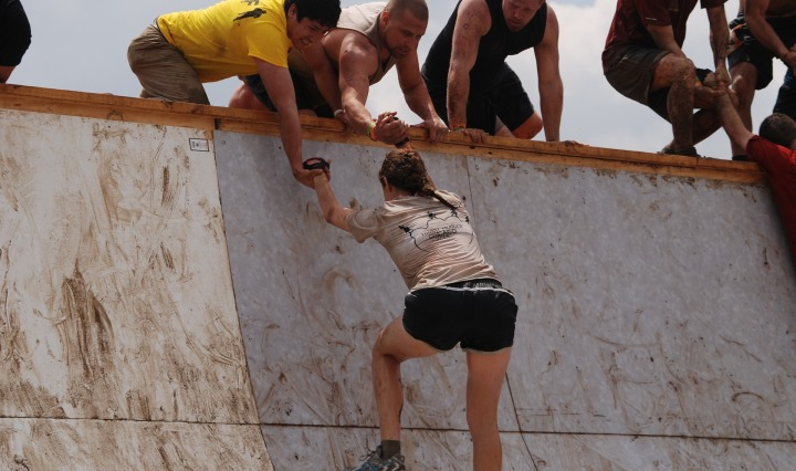 girl,mud,run,slope,help,challenge,woman,tough,mudder, DON CHARISMA