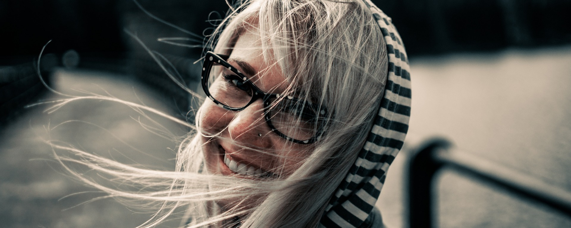 girl,smiling,female,woman,young,attractive,portrait,happiness,face,blonde,windy,model,happy,smile,laughing,joy,joyful,expression,glasses,eyeglasses,youth,person,cheerful, DON CHARISMA