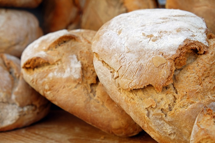 bread,loaf of bread,bread crust,crispy,fresh,food,baked goods,homemade,baked bread,baked,flour,market,DON CHARISMA