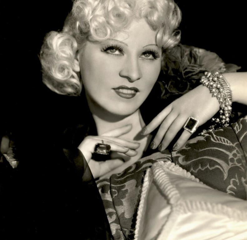Mae West 1936, DON CHARISMA